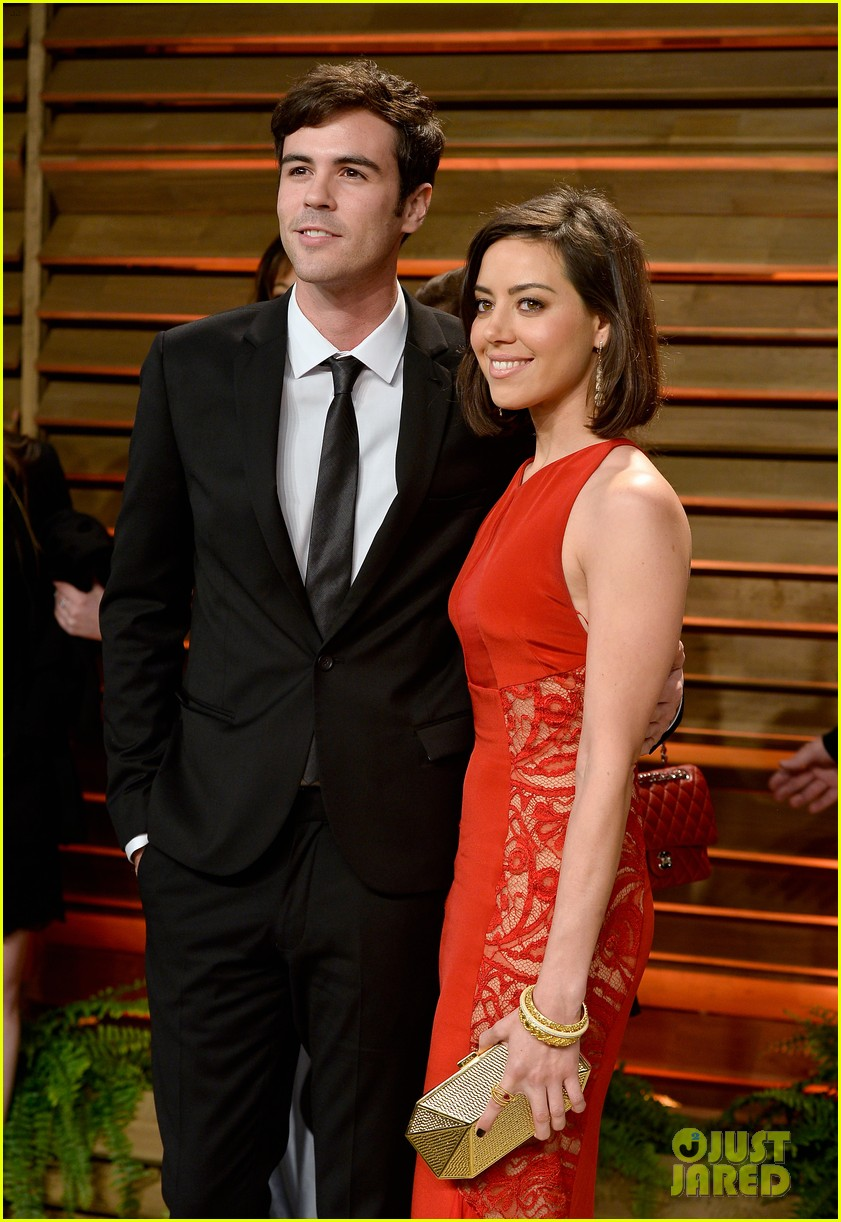 brie larson aubrey plaza vanity fair oscars party 2014 043064743