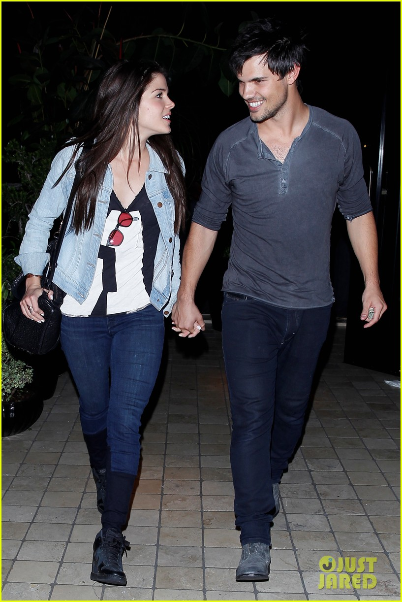 taylor lautner marie avgeropolous look so in love on dinner date 04