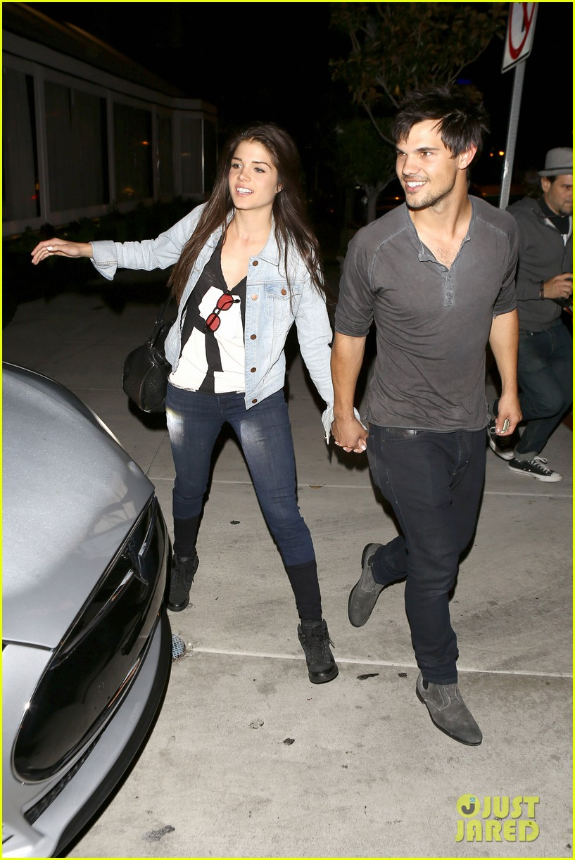taylor lautner marie avgeropolous look so in love on dinner date 123071942