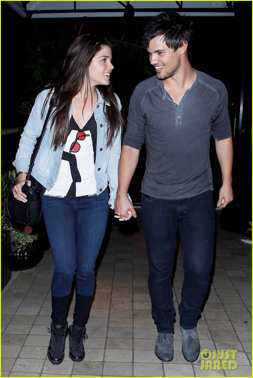 taylor lautner marie avgeropolous look so in love on dinner date 163071946
