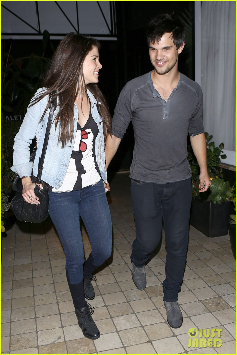 taylor lautner marie avgeropolous look so in love on dinner date 19