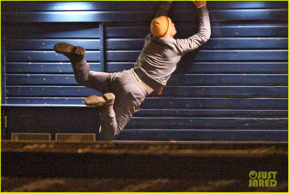 taylor lautner does his own stunts for cuckoo 033080671