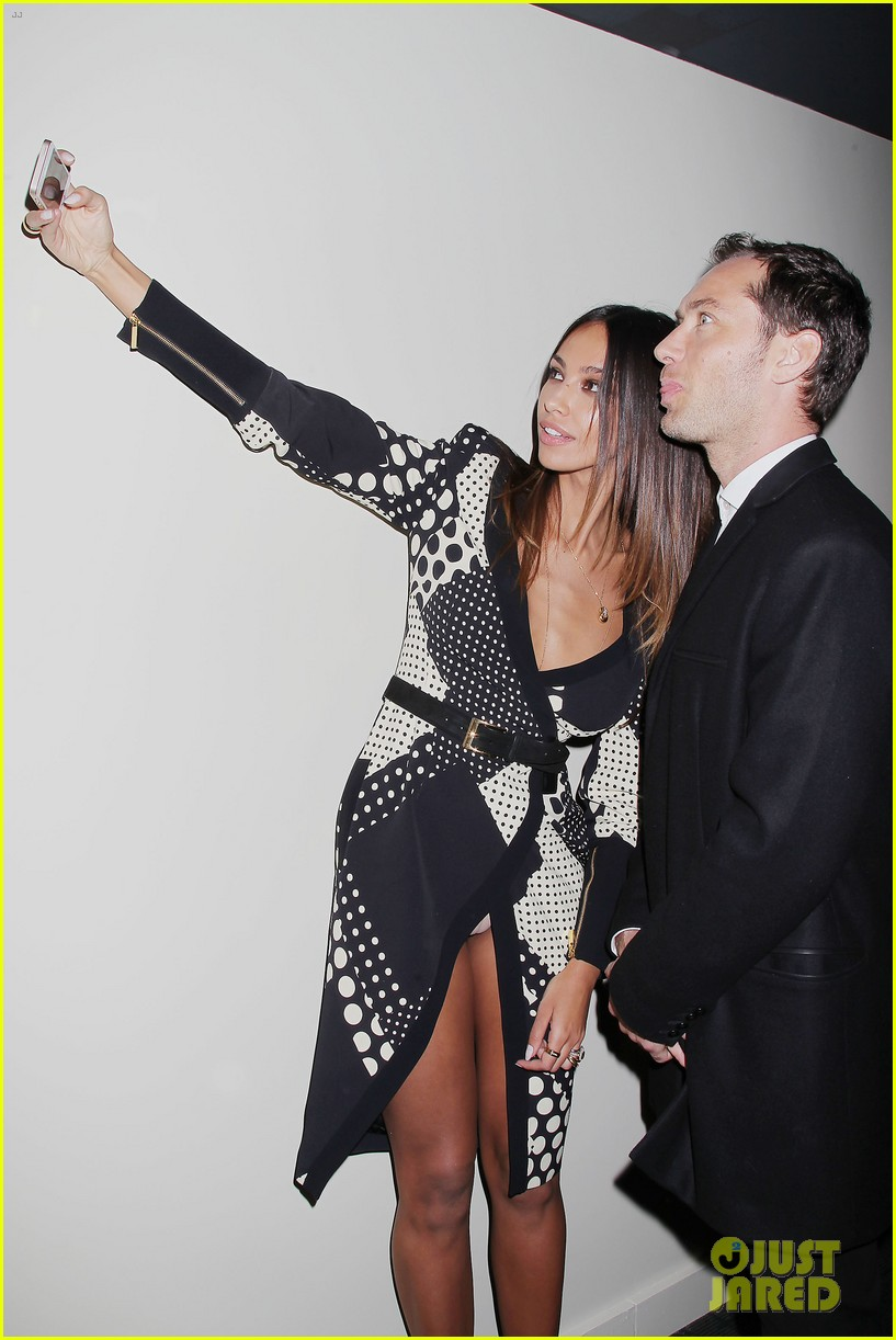 jude law madalina ghenea take a selfie 013080126