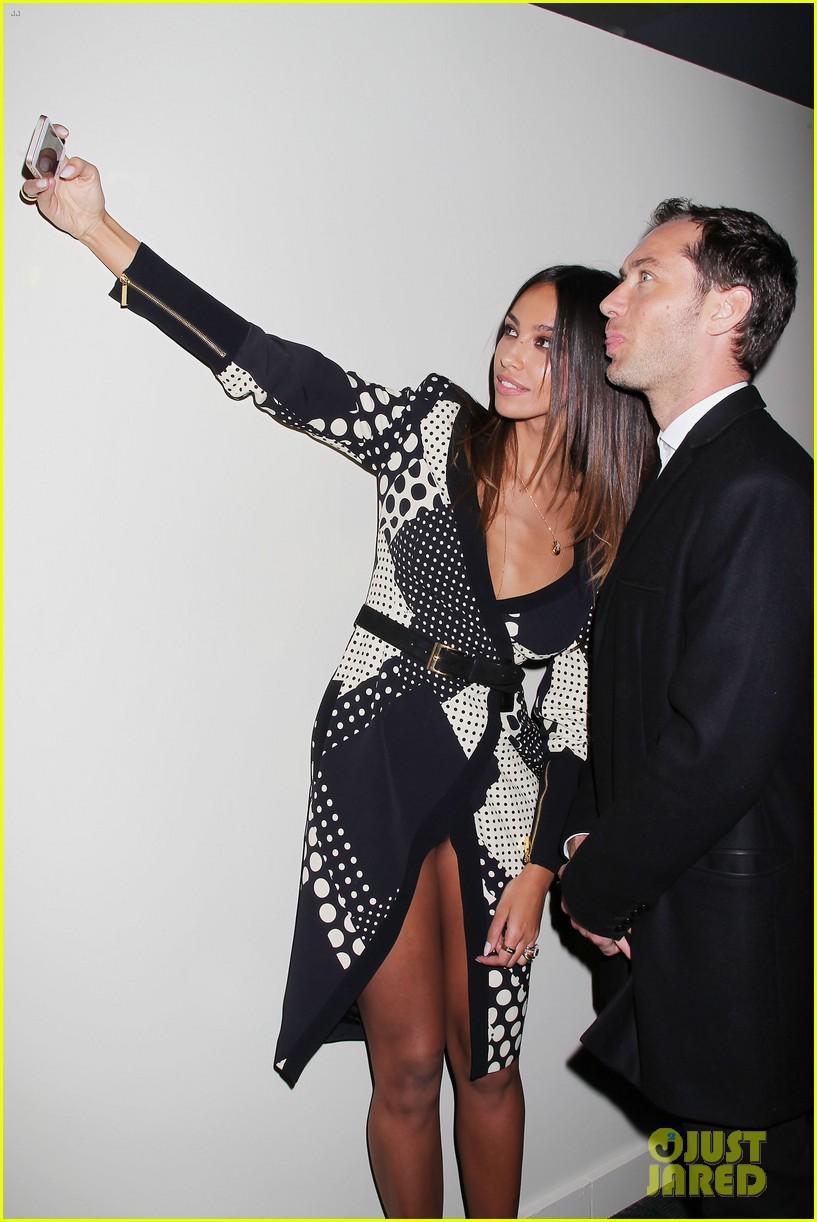 jude law madalina ghenea take a selfie 263080151