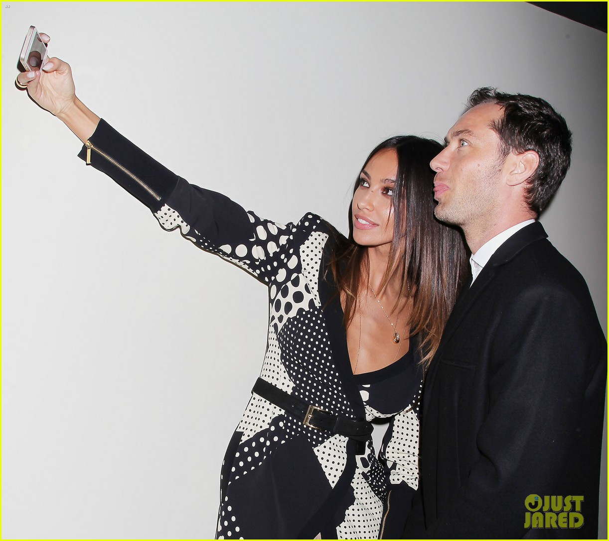 jude law madalina ghenea take a selfie 273080152
