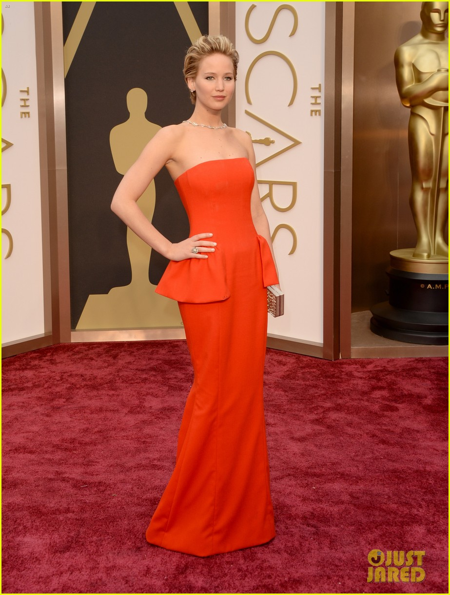 jennifer lawrence oscars 2014 red carpet 053063859