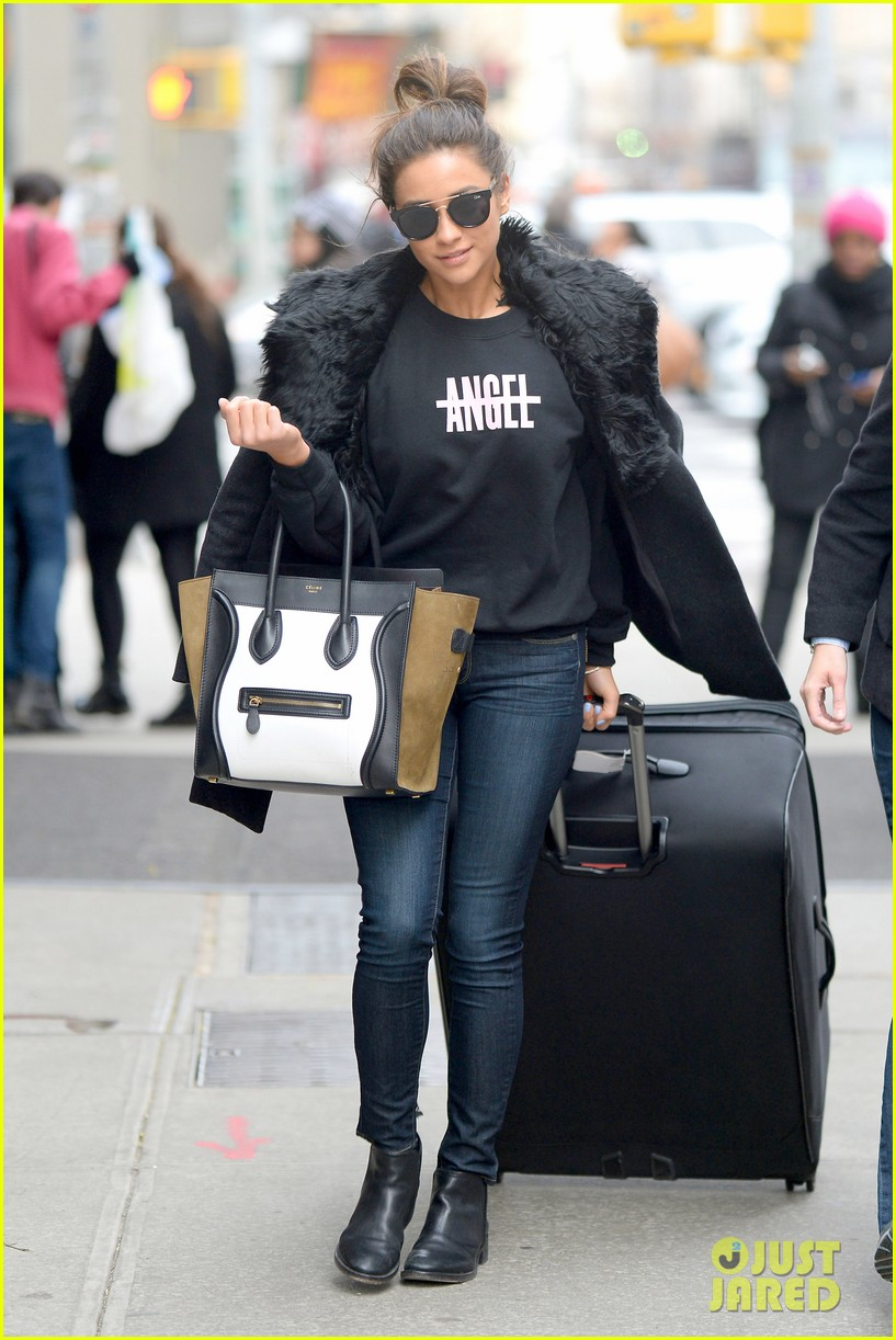 pretty little liars cast head out of nyc after big finale airing 053074778