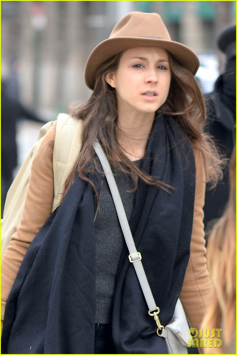 pretty little liars cast head out of nyc after big finale airing 093074782