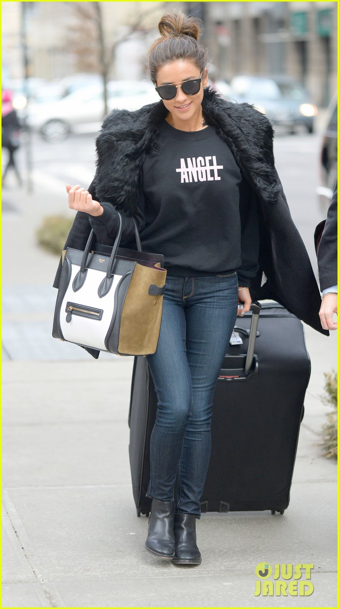 pretty little liars cast head out of nyc after big finale airing 133074786
