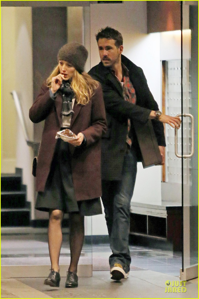 blake lively ryan reynolds drop by moms home 013082038