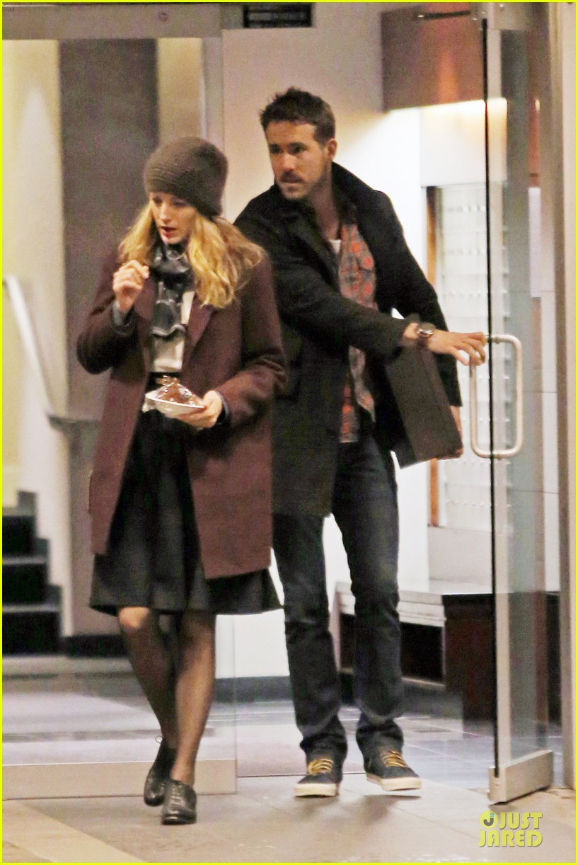 blake lively ryan reynolds drop by moms home 023082039