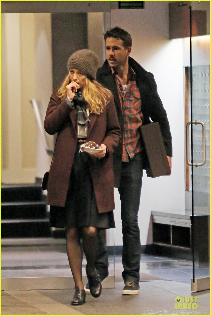 blake lively ryan reynolds drop by moms home 053082042