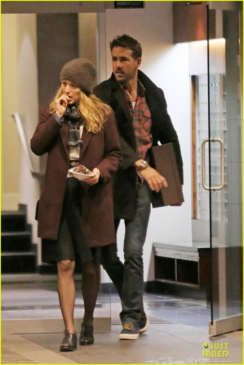 blake lively ryan reynolds drop by moms home 063082043