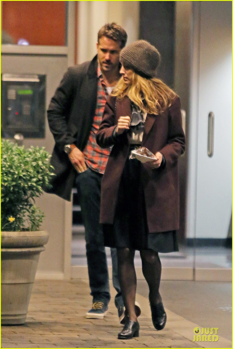 blake lively ryan reynolds drop by moms home 093082046