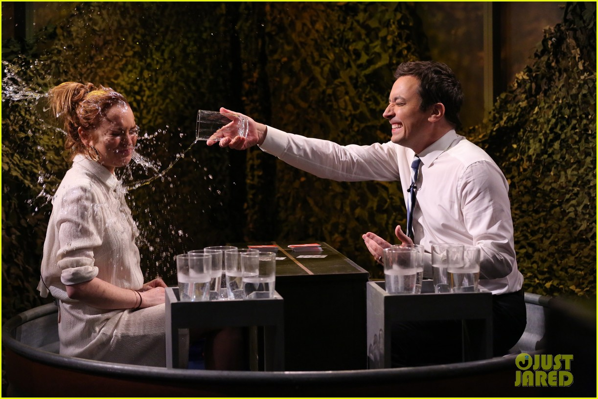 lindsay lohan gets water thrown in her face by jimmy fallon 01
