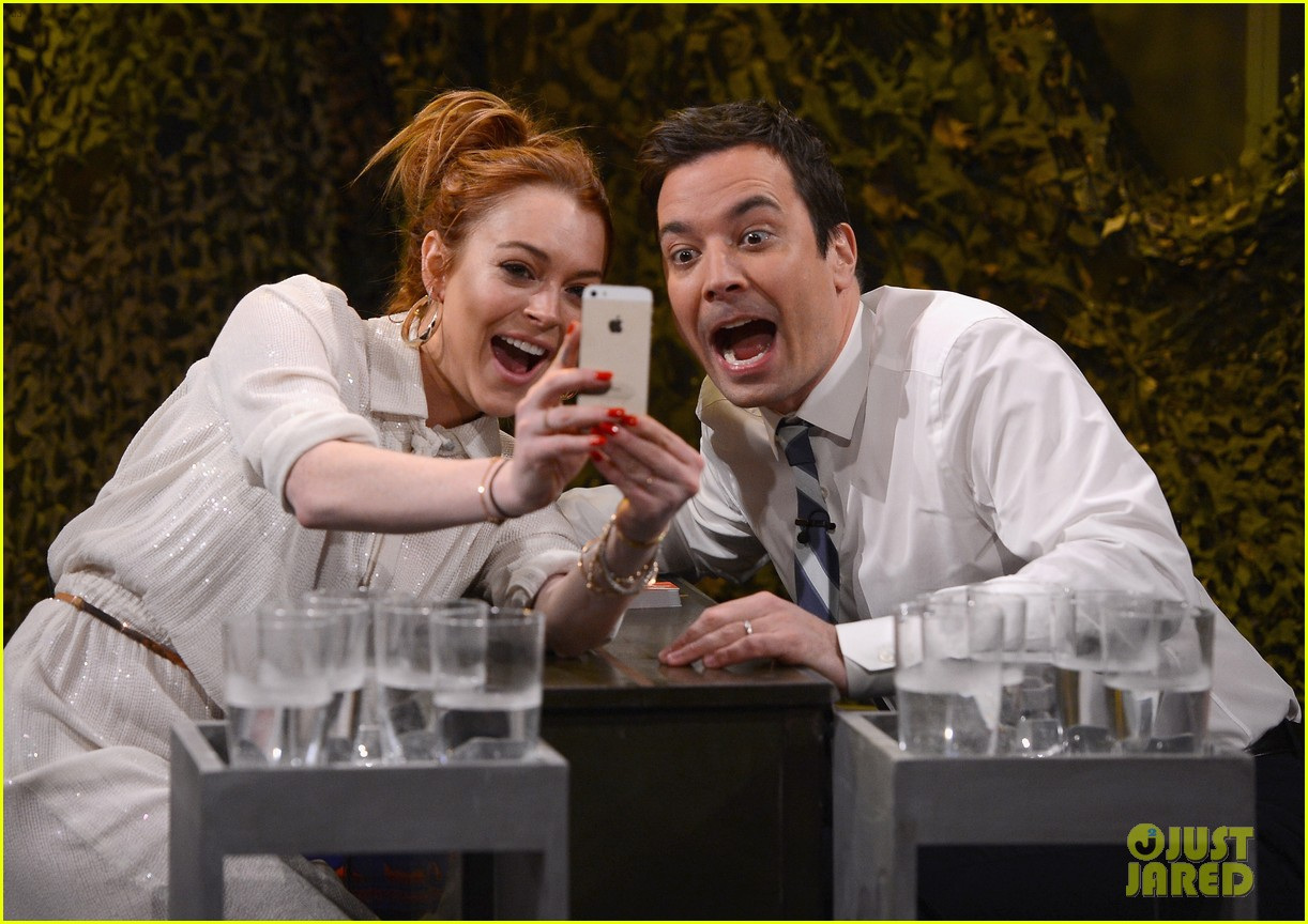 lindsay lohan gets water thrown in her face by jimmy fallon 033067428