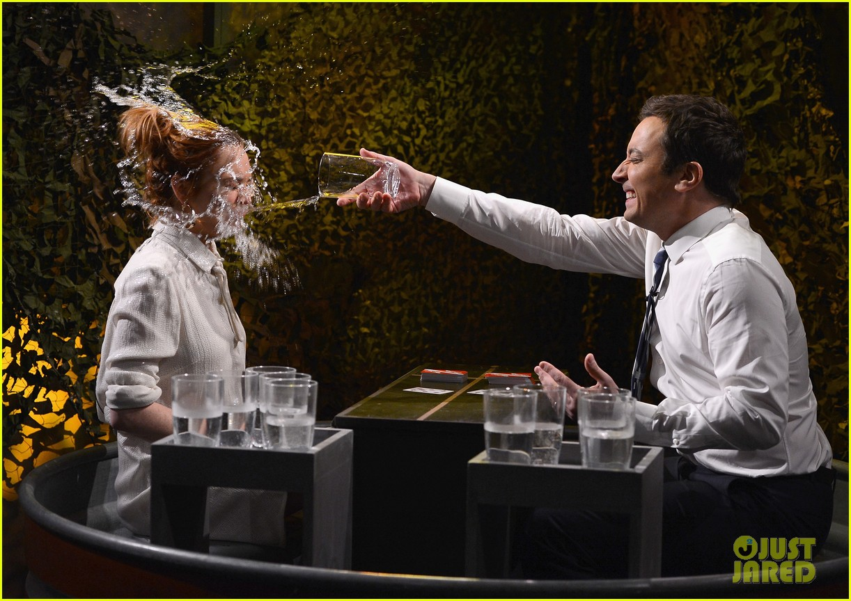 lindsay lohan gets water thrown in her face by jimmy fallon 073067432