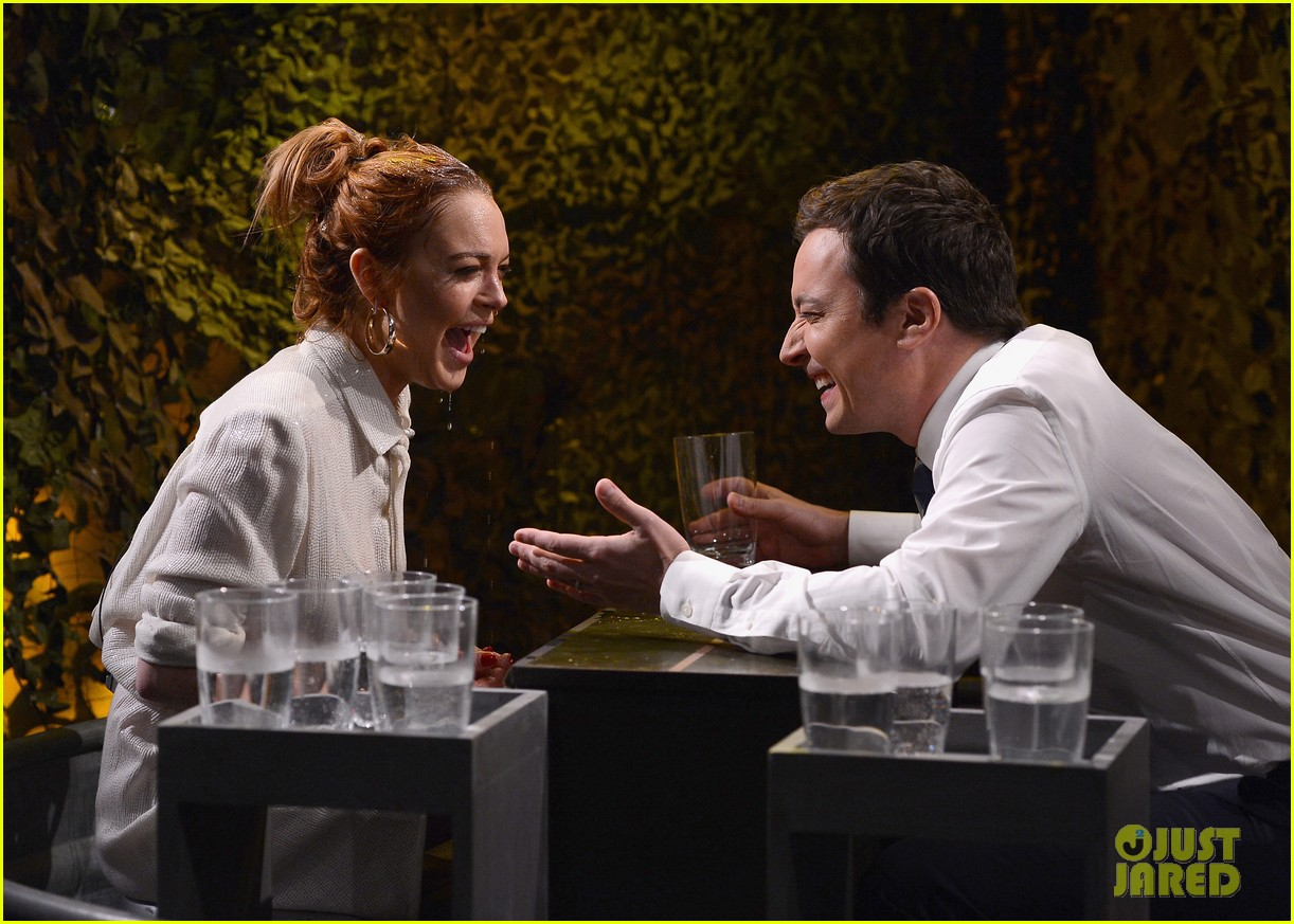 lindsay lohan gets water thrown in her face by jimmy fallon 103067435