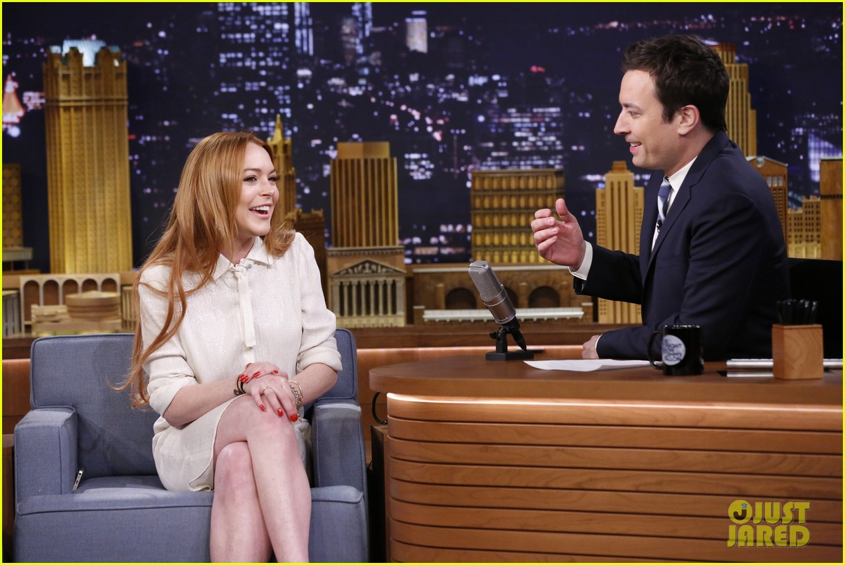 lindsay lohan gets water thrown in her face by jimmy fallon 123067437