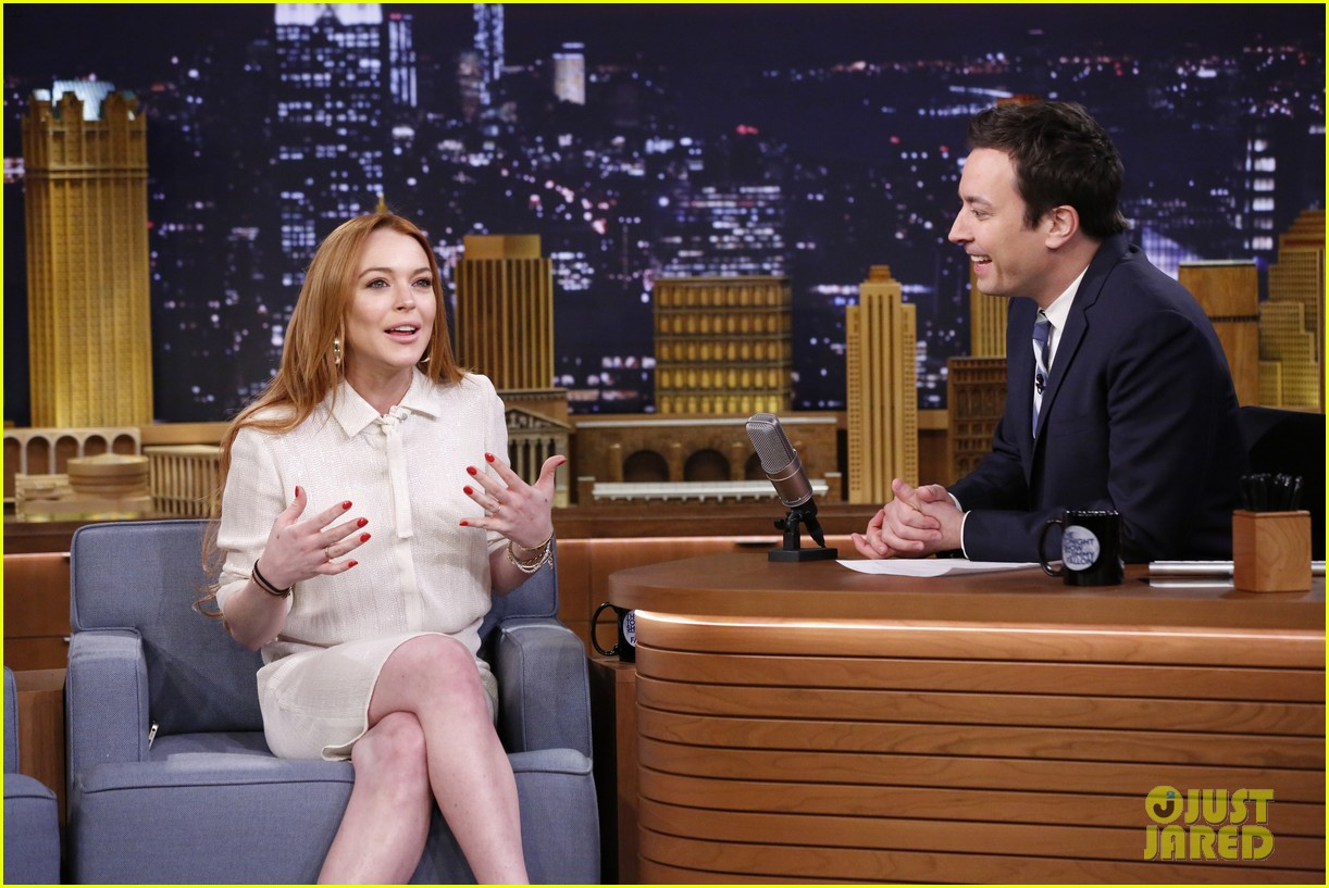 lindsay lohan gets water thrown in her face by jimmy fallon 13