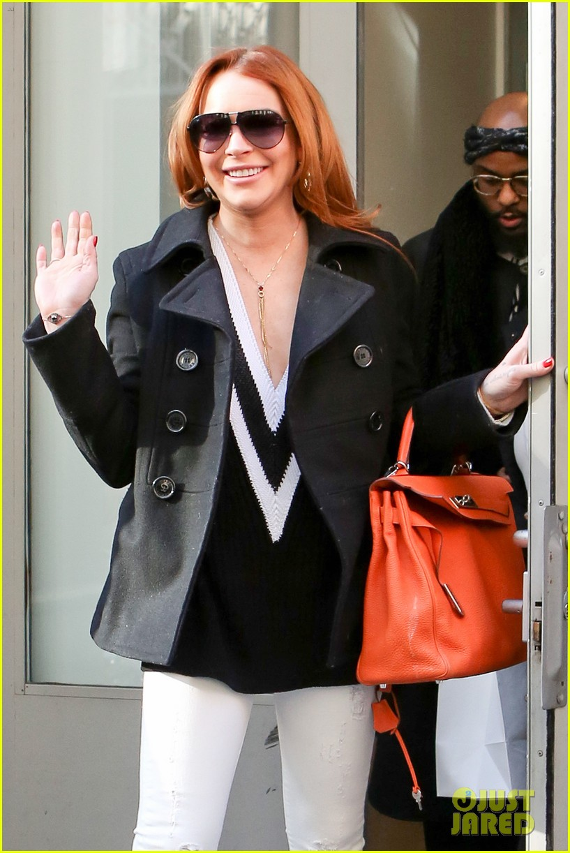 lindsay lohan gets water thrown in her face by jimmy fallon 143067439