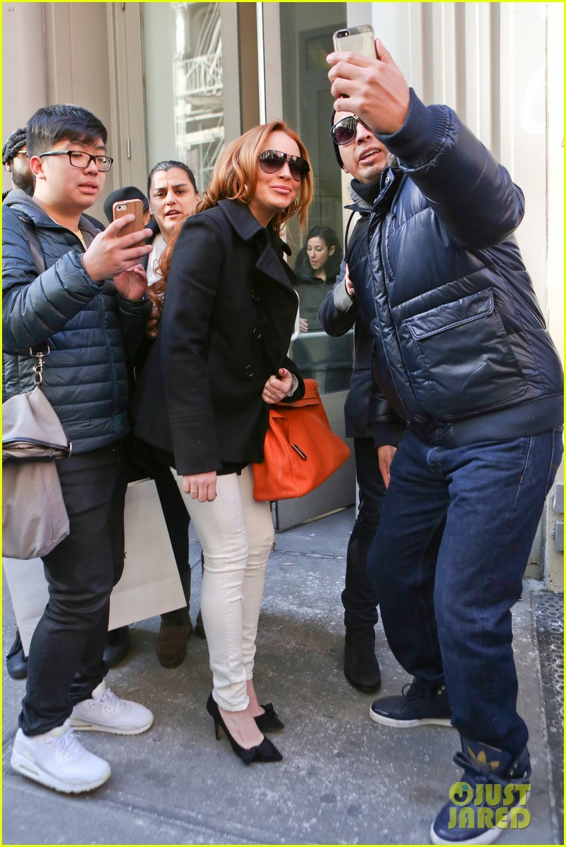 lindsay lohan gets water thrown in her face by jimmy fallon 283067453