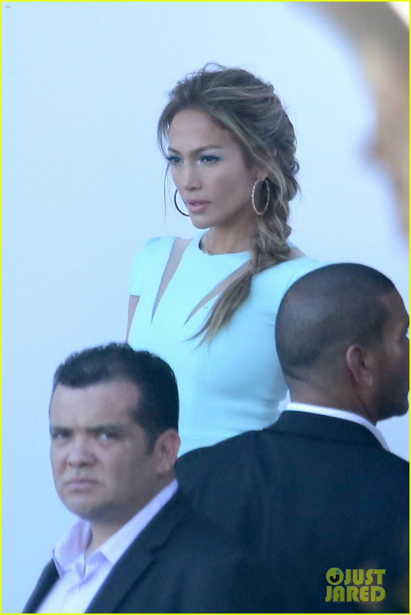 jennifer lopez will perform american idol thursday 213075094