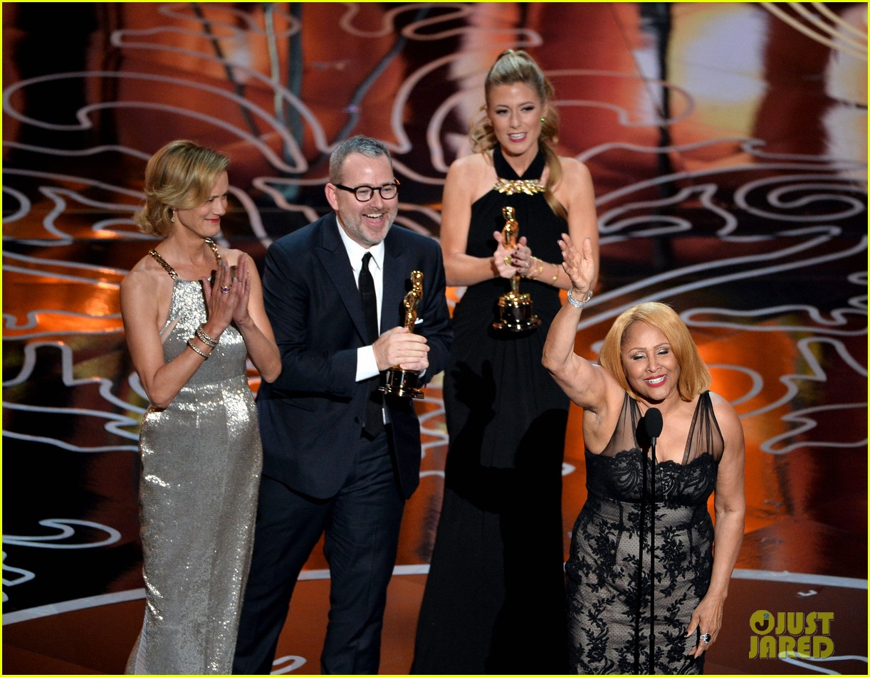 darlene love belts out i sing because im happy after documentary oscar win 013064138