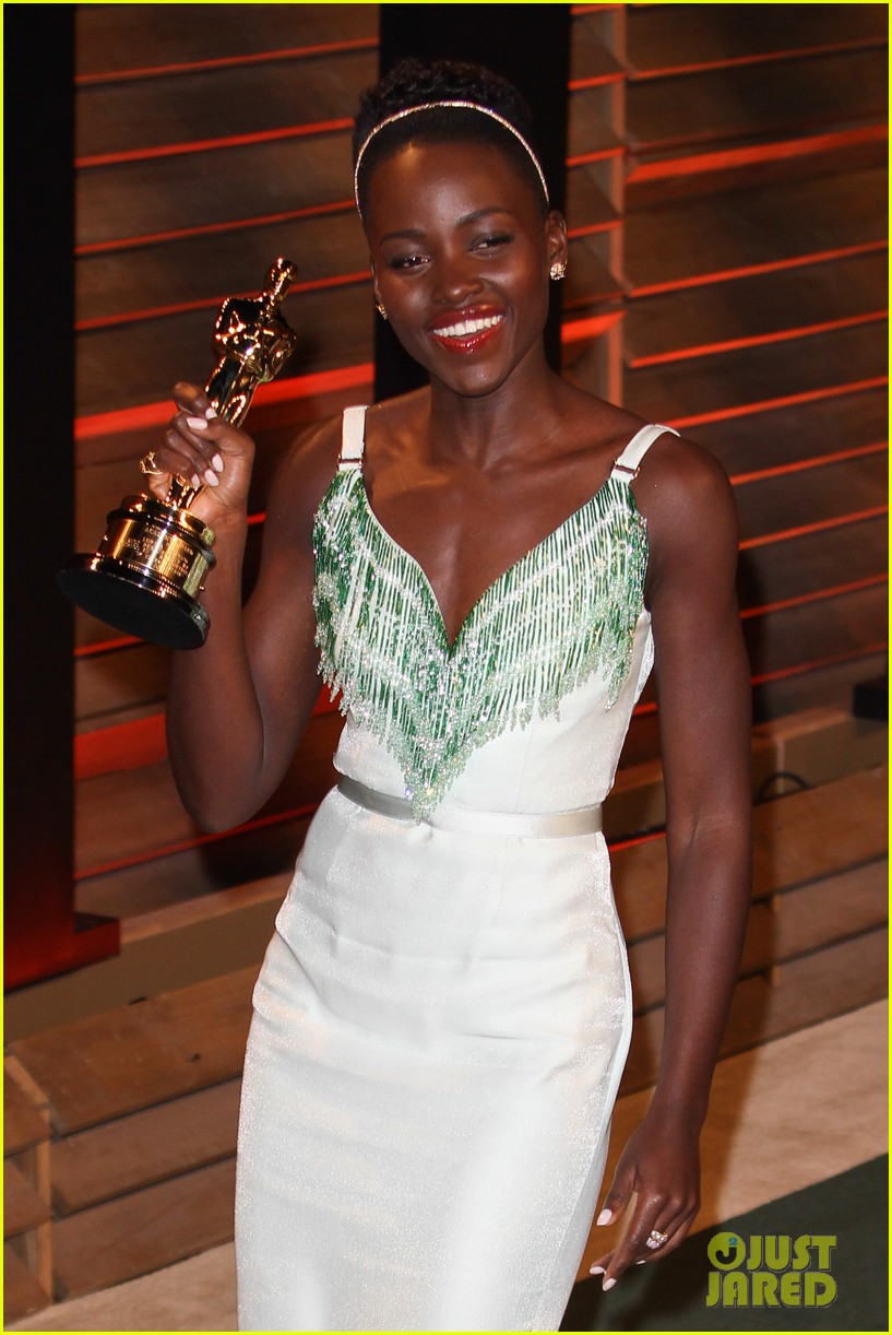 lupita nyongo vanity fair oscars party 2014 013064589