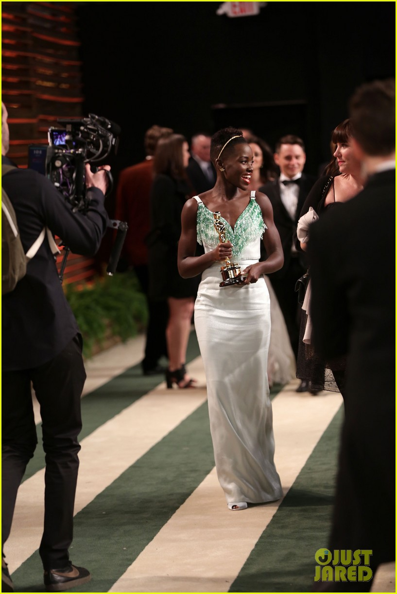 lupita nyongo vanity fair oscars party 2014 14