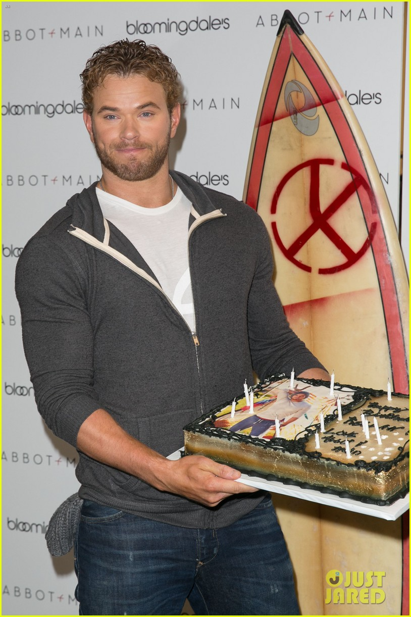 kellan lutz continues birthday celebrations abbot main 163077386