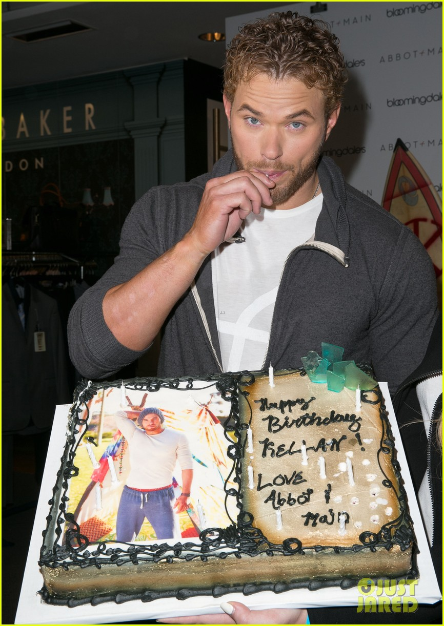 kellan lutz continues birthday celebrations abbot main 243077419