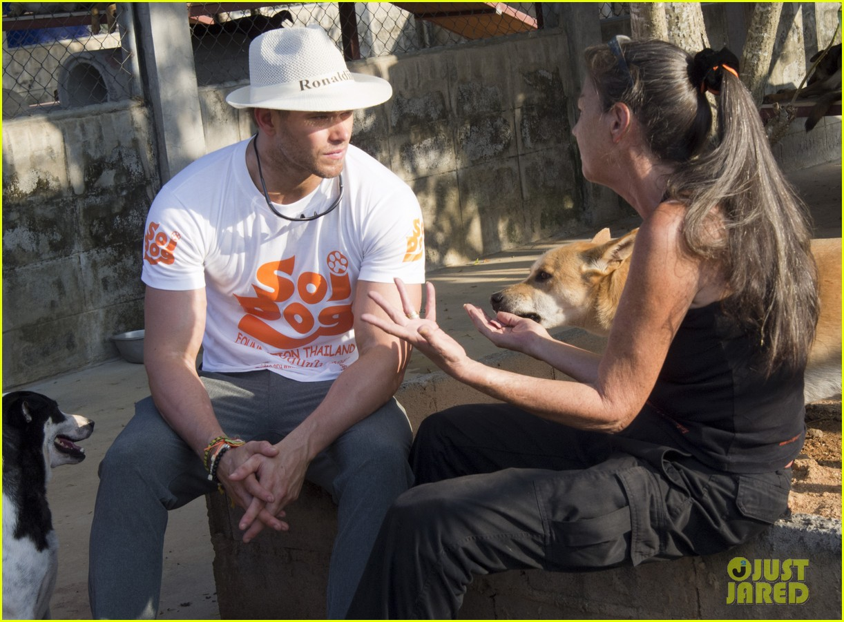 kellan lutz goes shirtless feeds monkey thailand 093071001