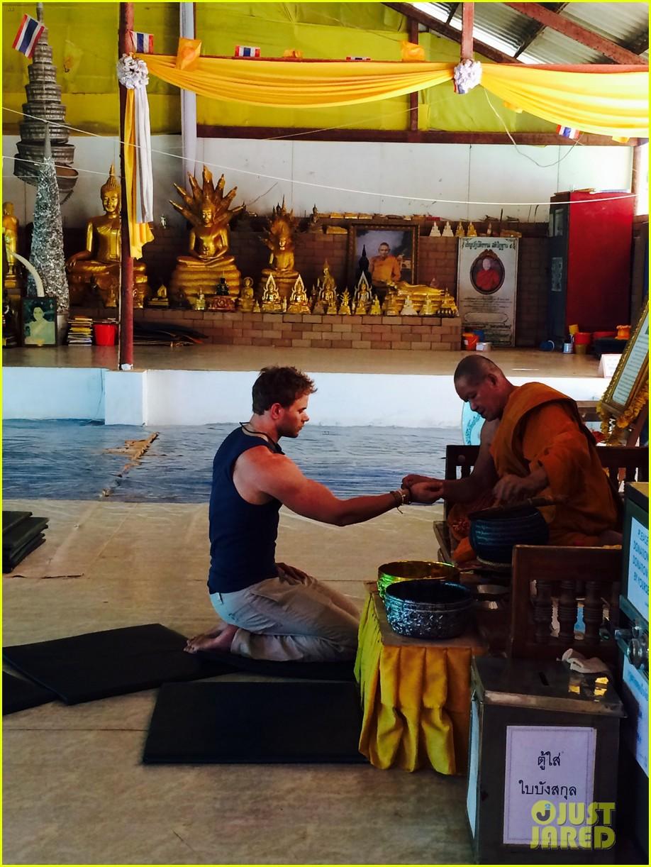 kellan lutz goes shirtless feeds monkey thailand 183071010