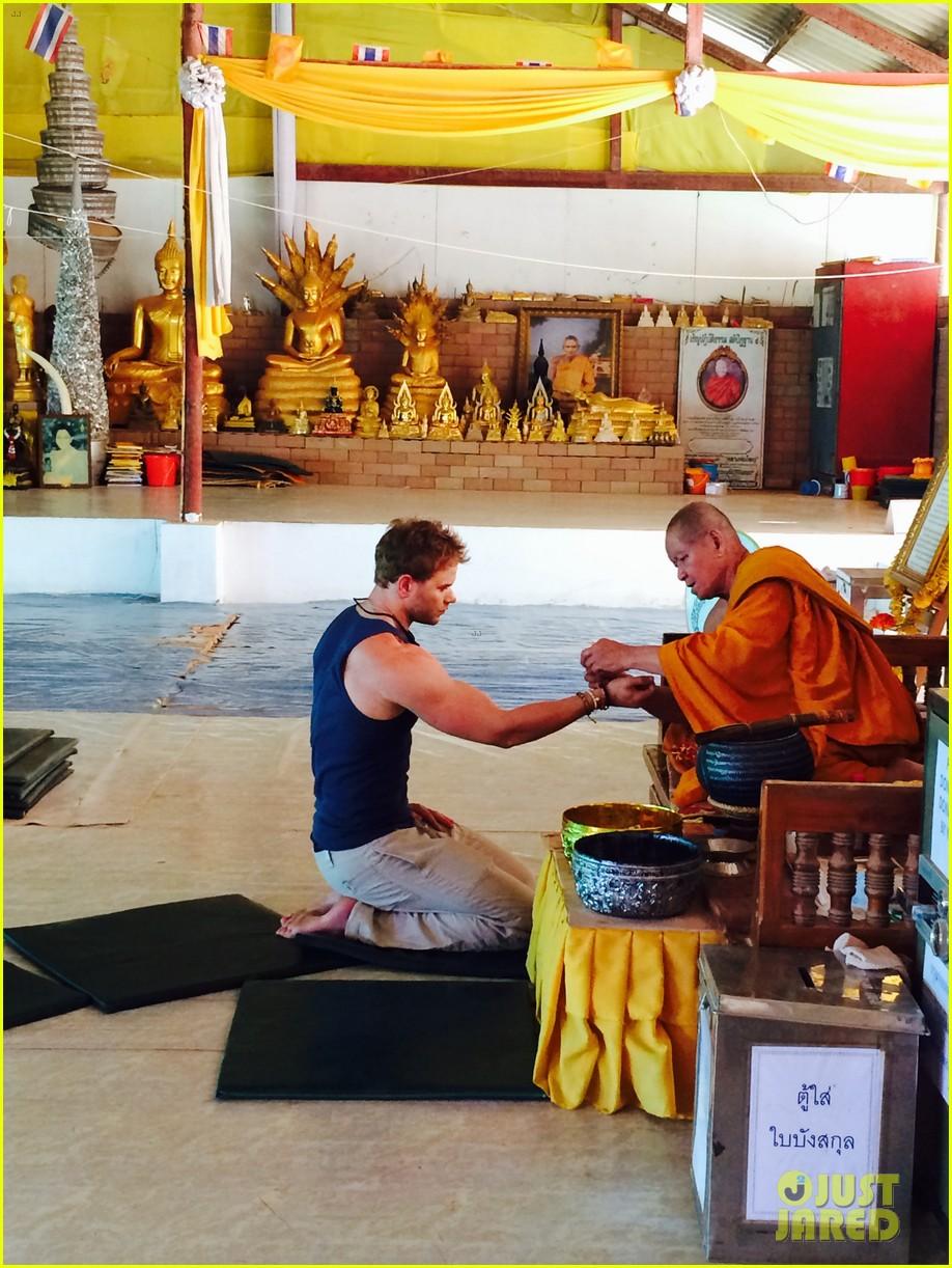kellan lutz goes shirtless feeds monkey thailand 203071012