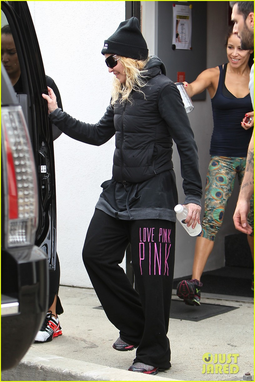 madonna dresses up to clean her house 103070865