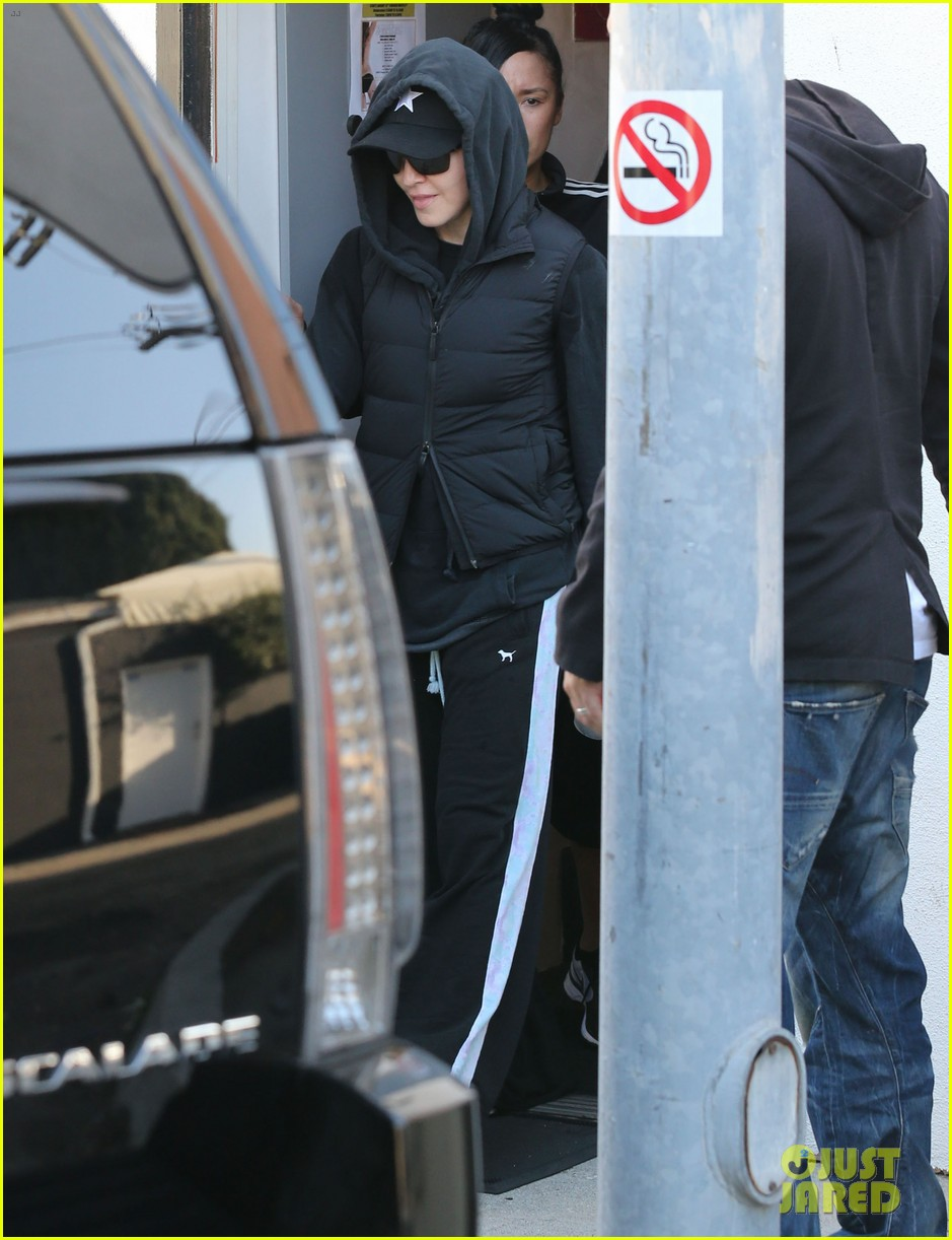 madonna works out after star studded oscars after party 043066410