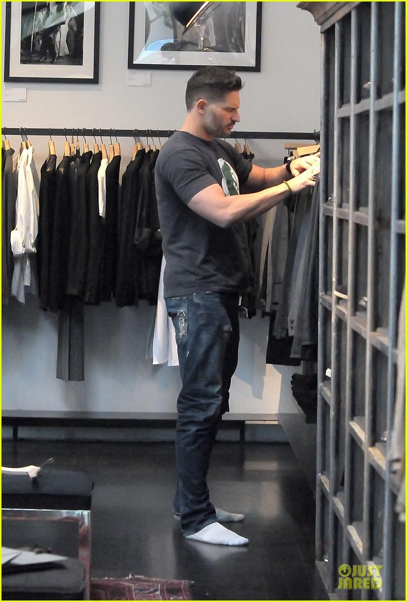 joe manganiello shows off bulging guns at john varvatos 083068307