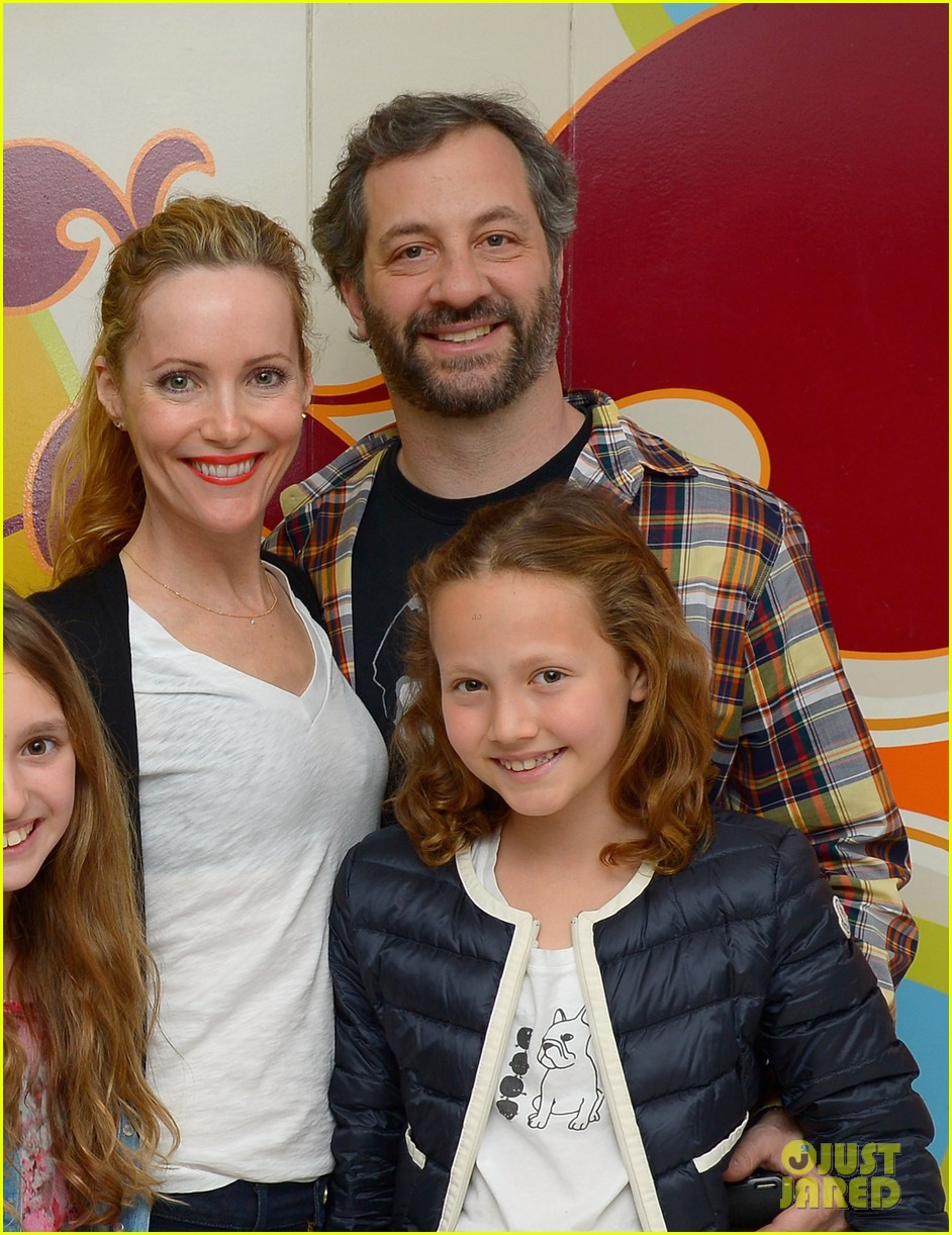 other womans leslie mann celebrates birthday with friend circus performers 033078304