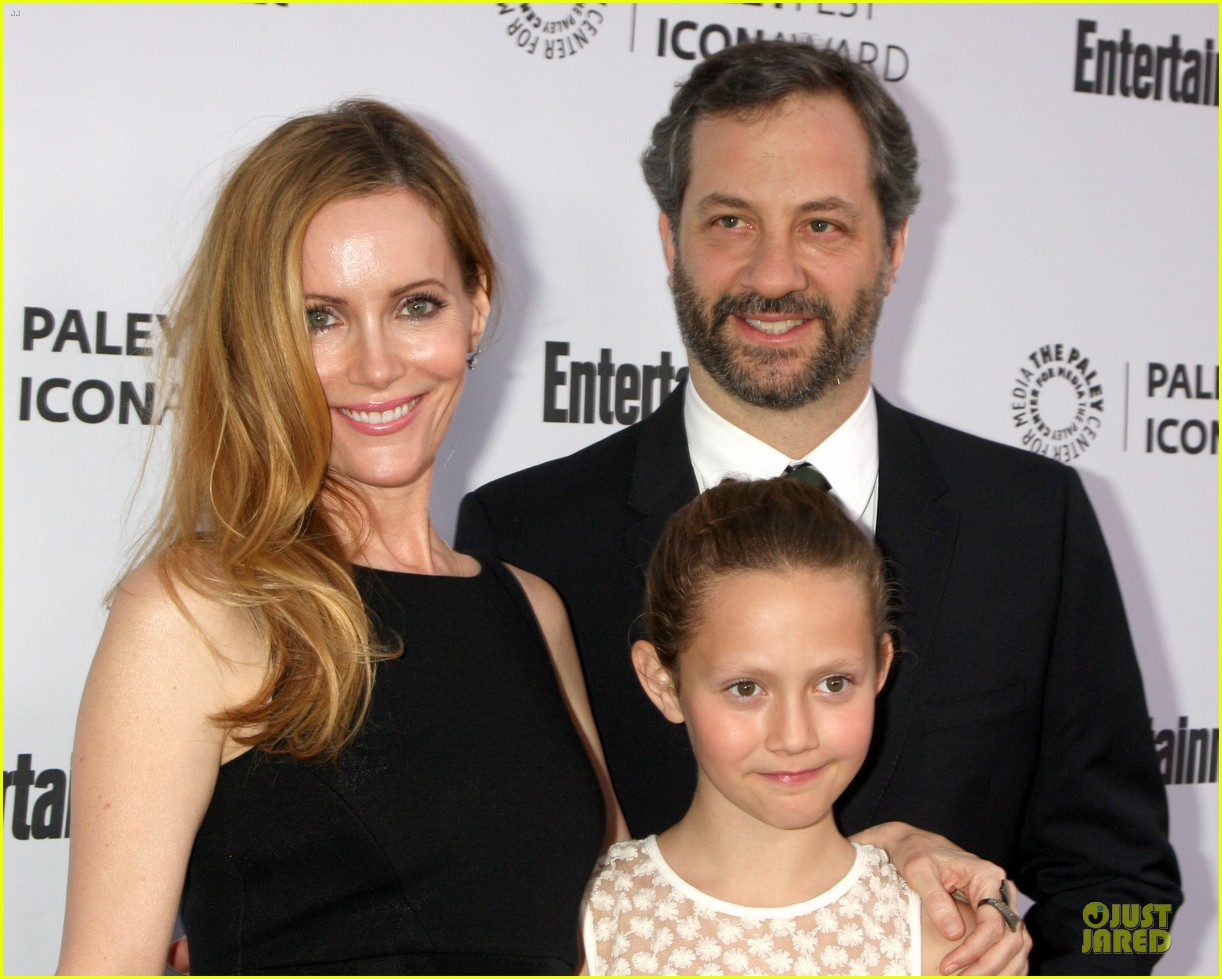 leslie mann support judd apatow at paleyfest 10