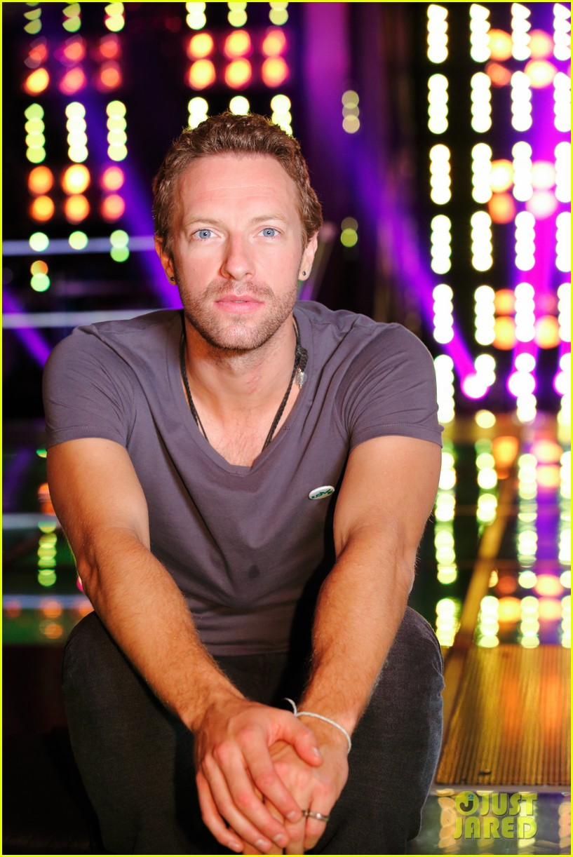 chris martin helps coaches on the voice 033082518