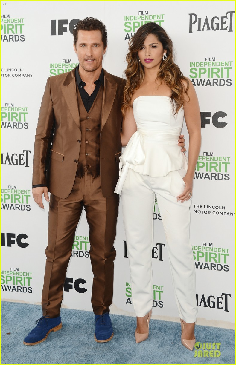 matthew mcconaughey sports flashy brown suit at independent spirit awards with camila alves 013062915