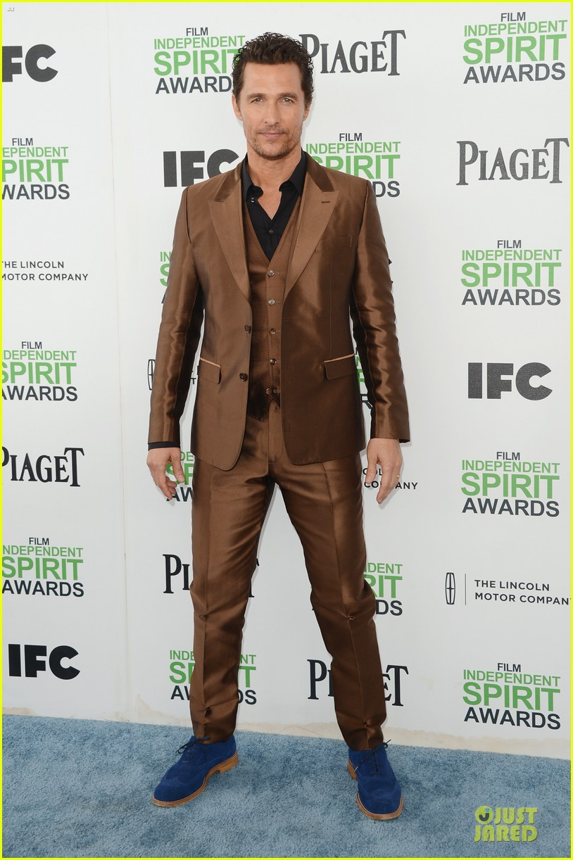 matthew mcconaughey sports flashy brown suit at independent spirit awards with camila alves 033062917