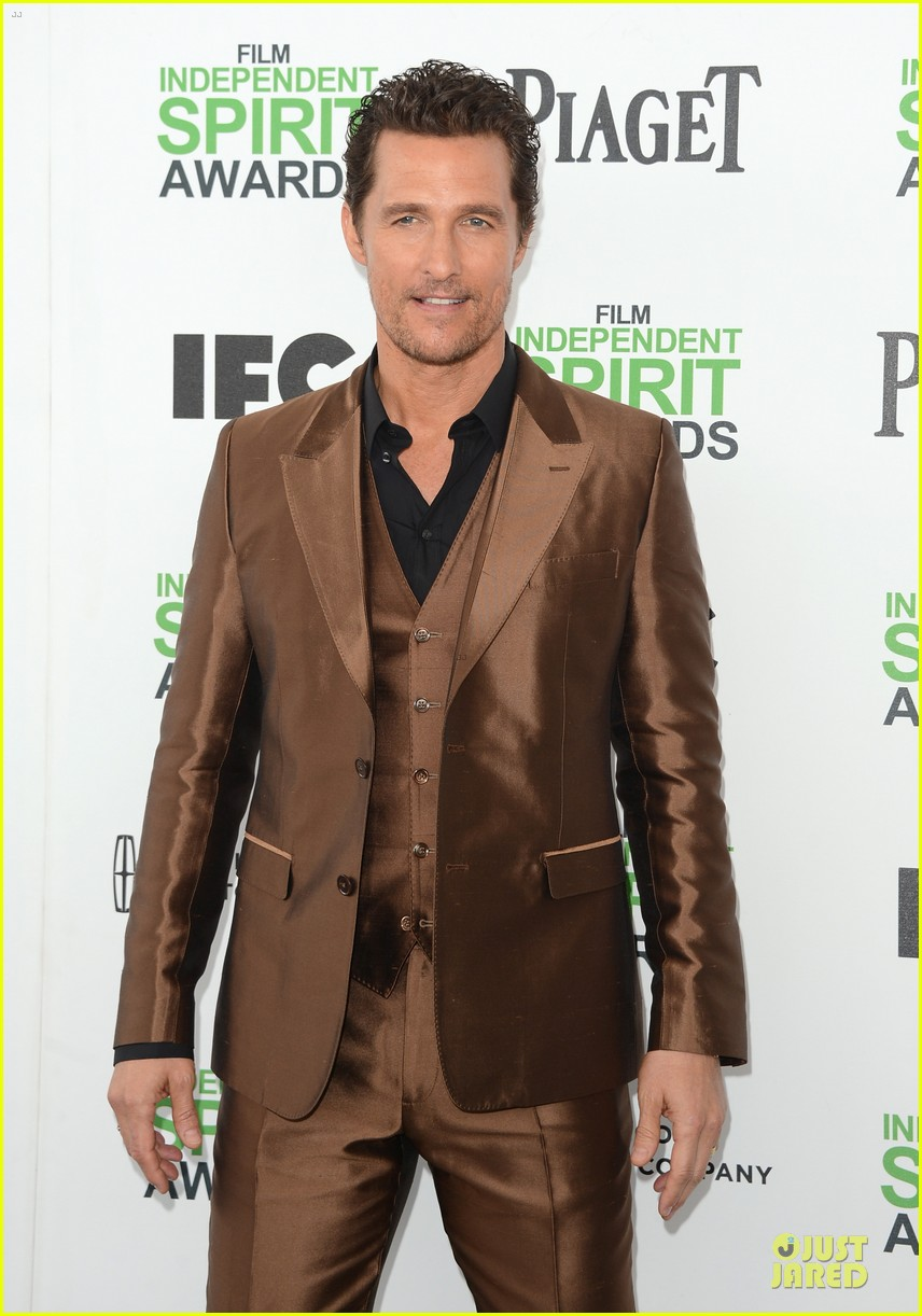 matthew mcconaughey sports flashy brown suit at independent spirit awards with camila alves 053062919