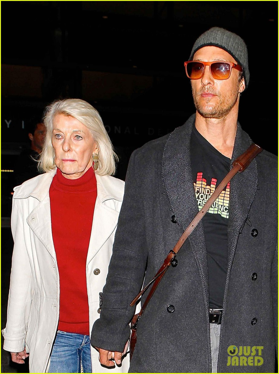 matthew mcconaughey returns from rome with mother mary in hand 033078800