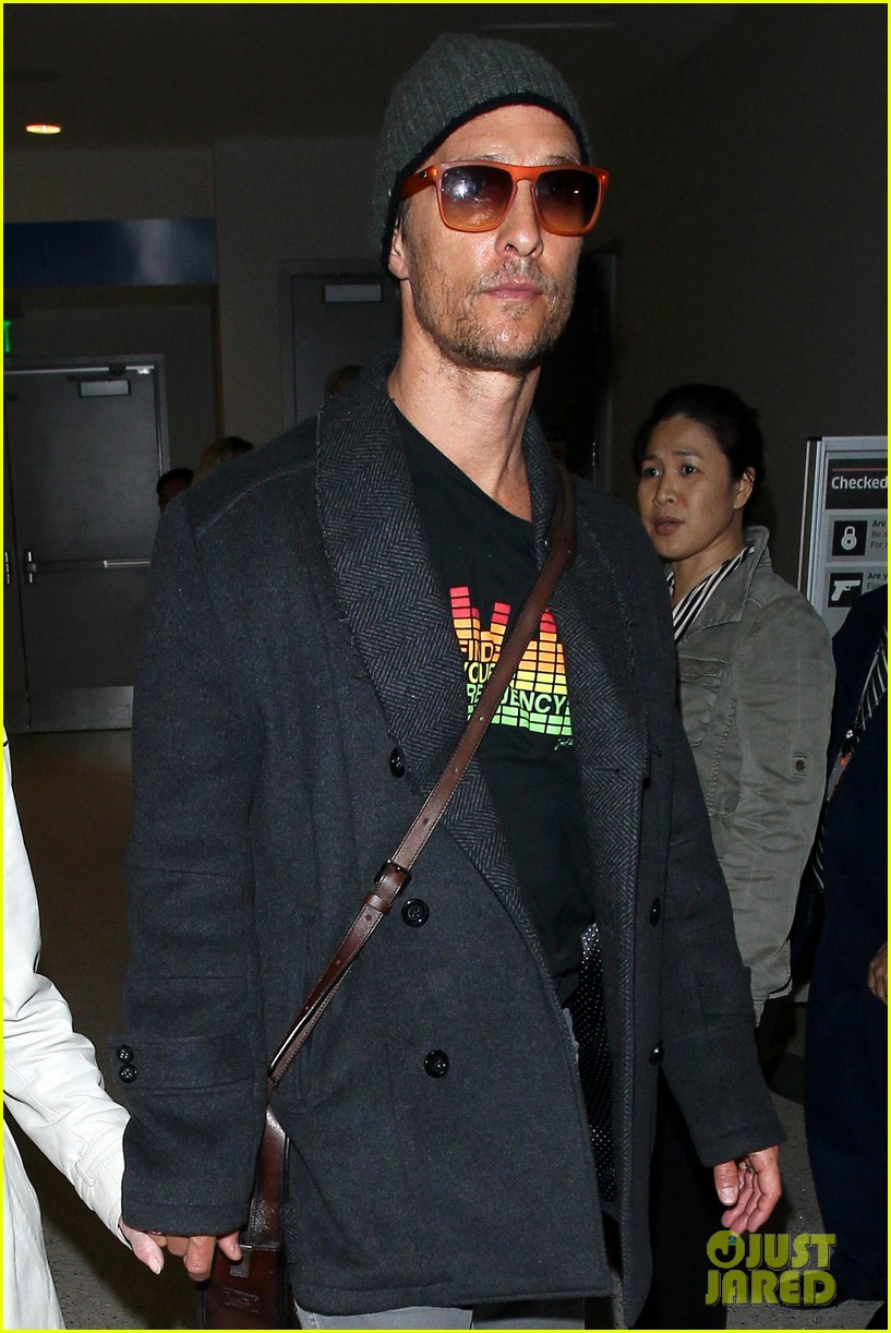 matthew mcconaughey returns from rome with mother mary in hand 043078801