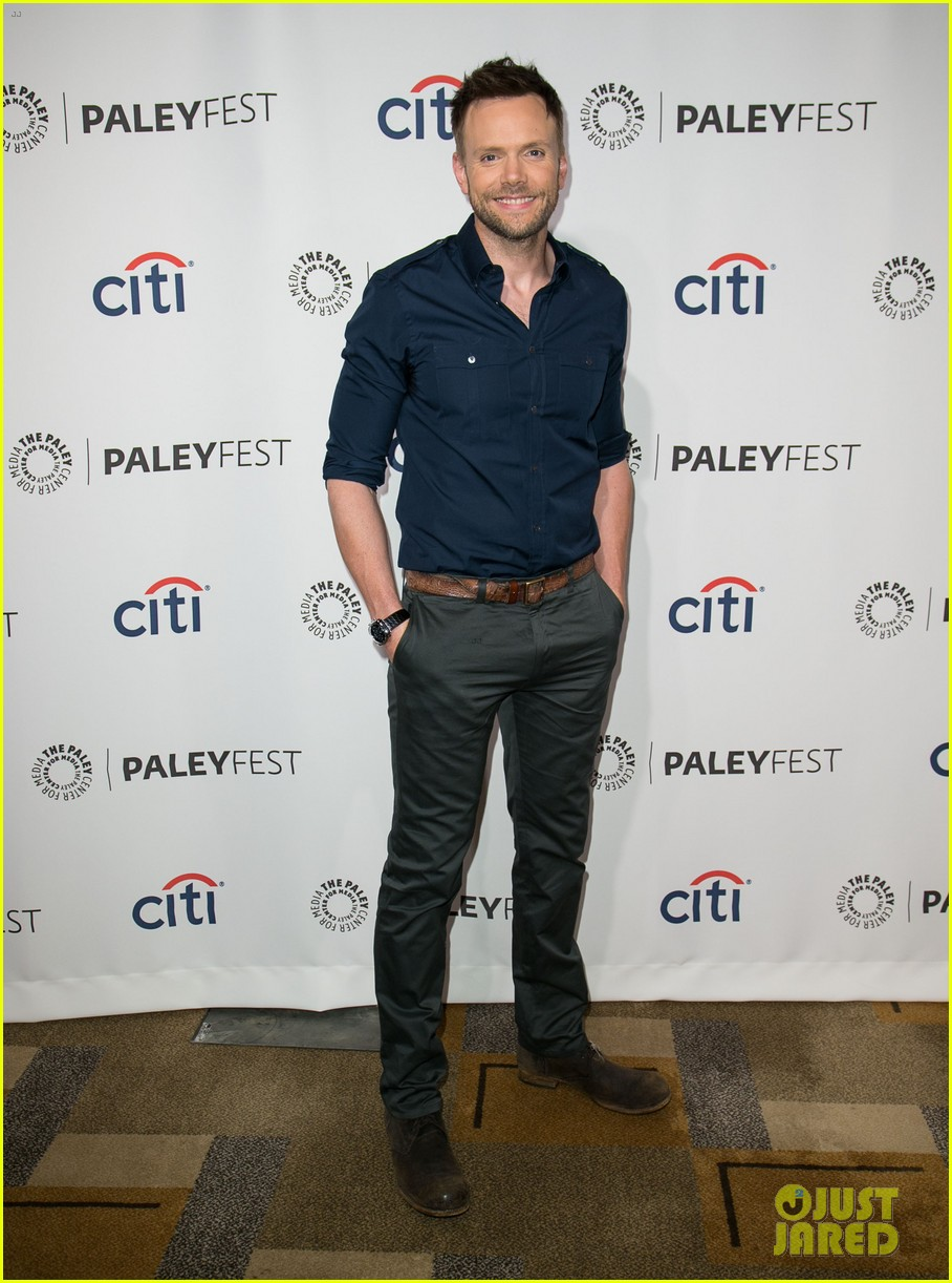 joel mchale gillian jacobs are honored at paleyfest for community 023079617