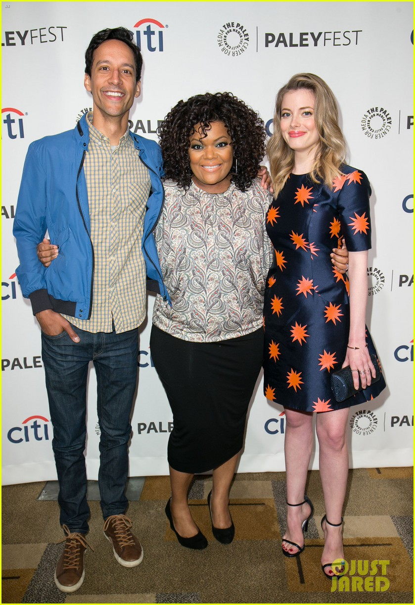 joel mchale gillian jacobs are honored at paleyfest for community 033079618