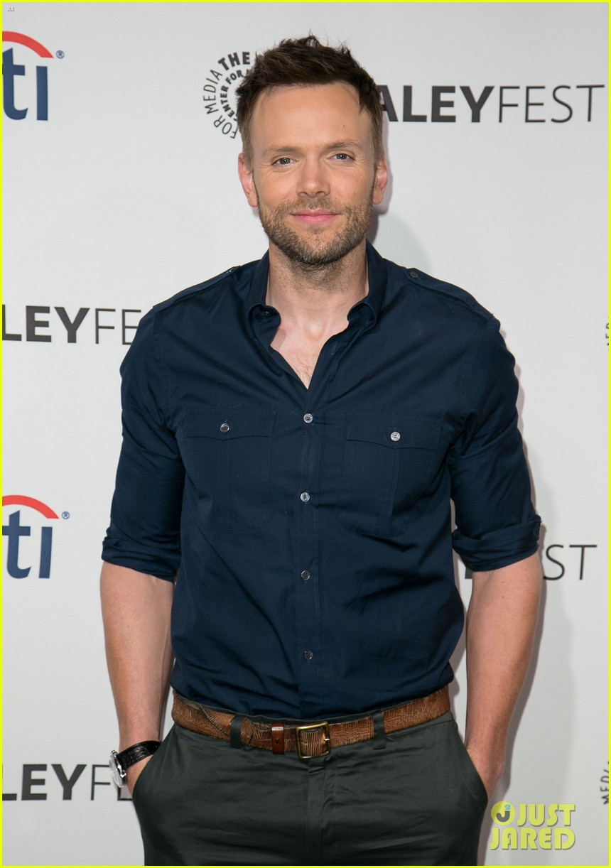 joel mchale gillian jacobs are honored at paleyfest for community 123079627