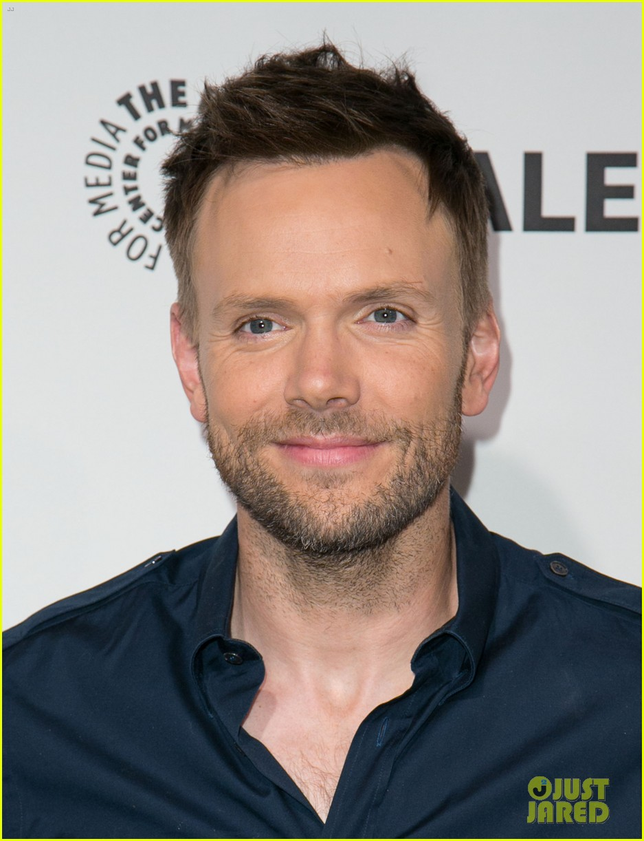 joel mchale gillian jacobs are honored at paleyfest for community 133079628